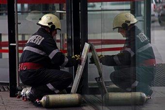 FRISSÍTVE – Robbanás történt egy romániai fegyvergyárban, egy munkás életét vesztette