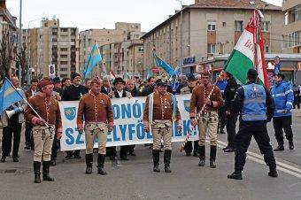 Meggátolhatatlan felvonulás a székely szabadság napján: újabb pert nyert az SZNT a marosvásárhelyi városháza ellen