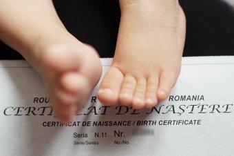 Kétnyelvű születési bizonyítványt kaphatnak az erdélyi magyar gyermekek, ha megszavazza a képviselőház