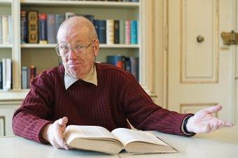 """""""Nem a sok, hanem az elég volt az enyém"""" – születésnapi beszélgetés a hetvenéves Kuszálik Péter marosvásárhelyi bibliográfussal"""