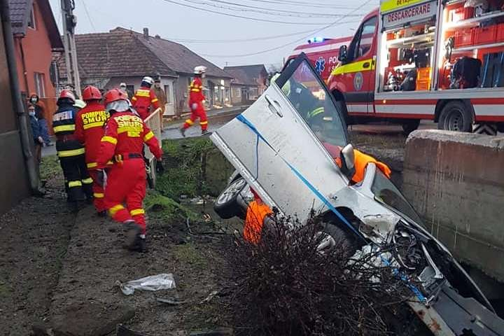 Egy személy súlyosan, ketten könnyebben sérültek egy nagyernyei balesetben
