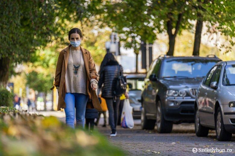Egészségügyi miniszter: elérhető, hogy augusztus elsejétől ne kelljen közterületen maszkot viselni