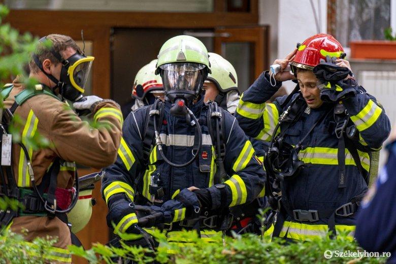 Három balesethez és egy ammónia-szivárgáshoz vonultak ki a tűzoltók