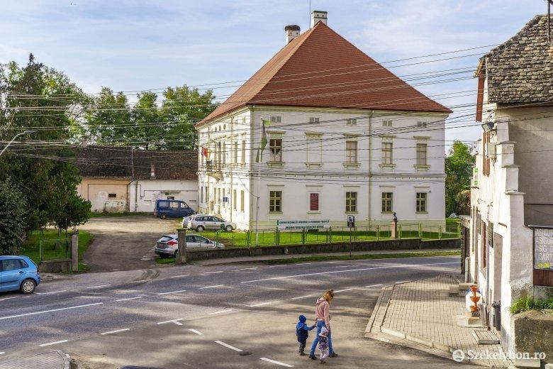 Megoszló vélemények a néhány ezres kisvárosok előnyeiről és hátrányairól
