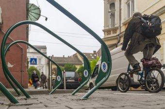 Tárolókkal ösztönöznék a biciklis közlekedést