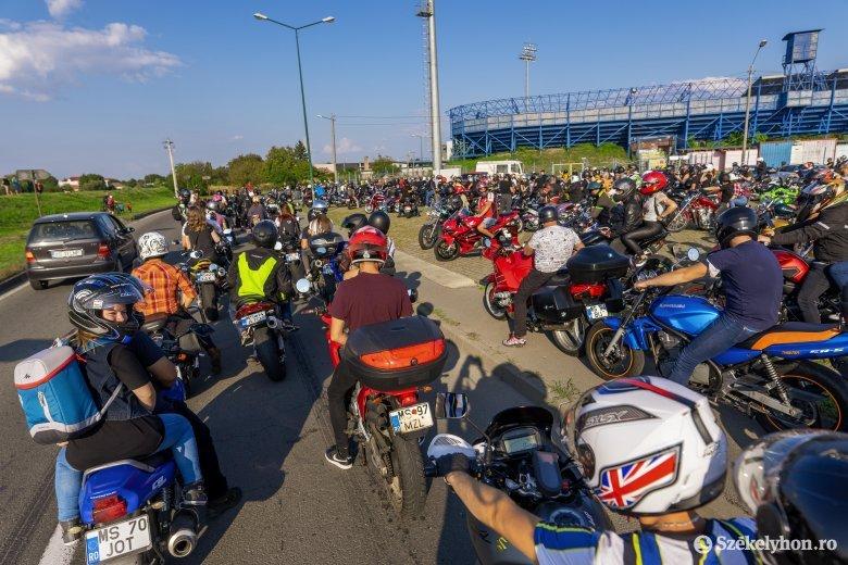 A maszkviselés fontosságára hívták fel a figyelmet a marosvásárhelyi motorosfelvonuláson