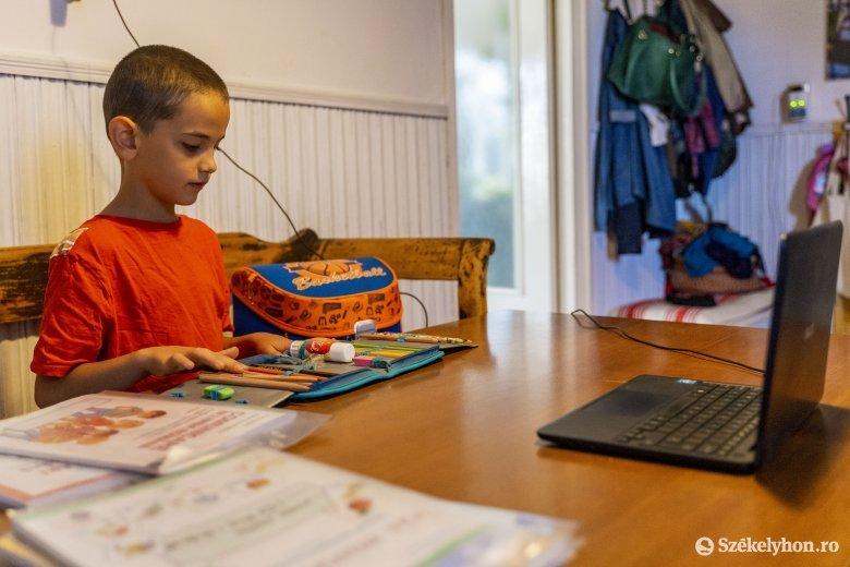 Megtalálta a Mesemondó a vírushelyzetre a varázsigét: online!
