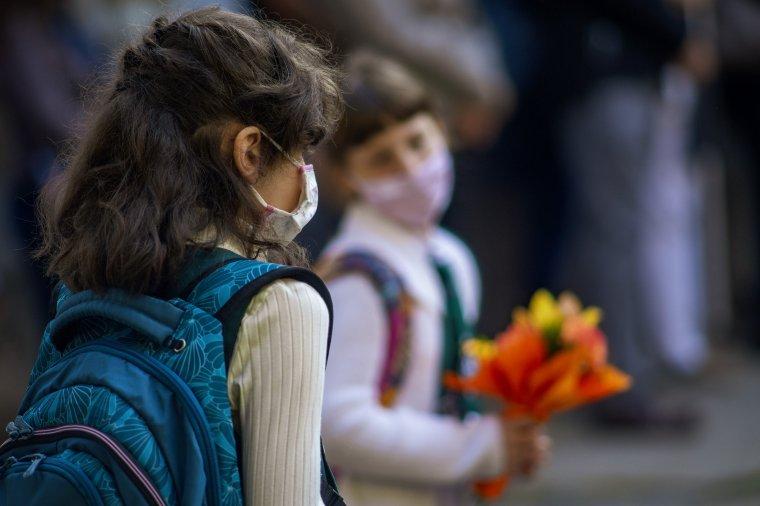 Így áll az oktatási minisztérium a nőnapi virágajándékozáshoz