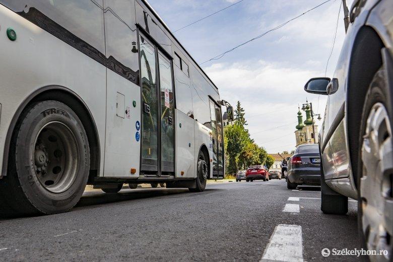 Autóbusz és személygépkocsi ütközött Marosvásárhely központjában