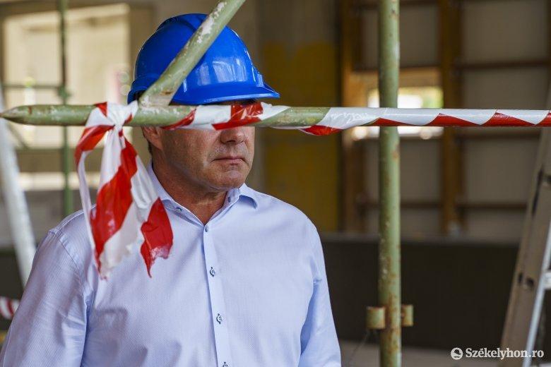 Iohannis kihirdette a munkaidő- és fizetéscsökkentést lehetővé tévő törvényt