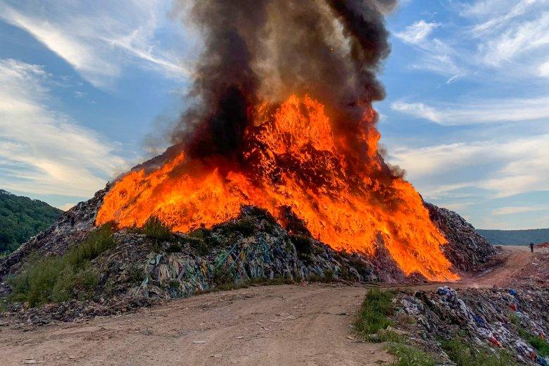 Vulkánkitörésre emlékeztető tűz Segesváron