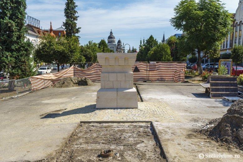 Helyére került a Bethlen Gábor fejedelem szobrának talapzata