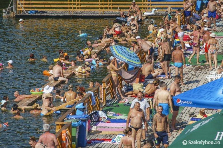 Egyelőre nem kötelezik a maszkviselést a Medve-tó területén és az Apollo-strandon