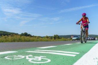 Törvénymódosítással könnyítené meg a kerékpárutak építését az RMDSZ