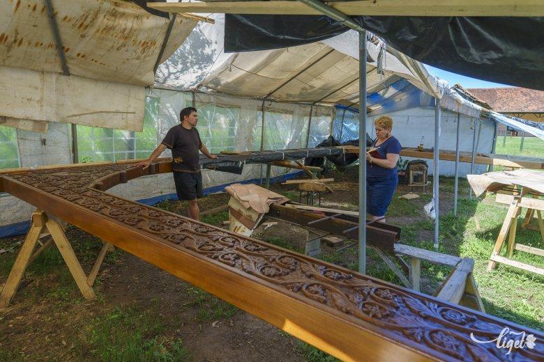 A megmaradás jelképe: óriás székelykaput építenek a kis zsákfaluban