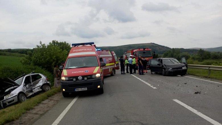 Nem biztosított kanyarodás előtt, majd összeütközött a mögötte haladó, teherautót előző járművel