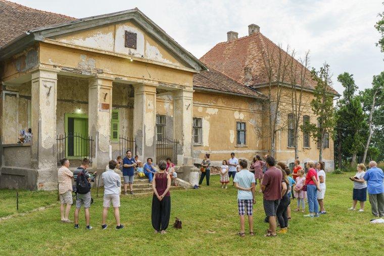Fiatalos, nemes összefogás az erdélyi kastélyok megmentéséért és megismertetéséért