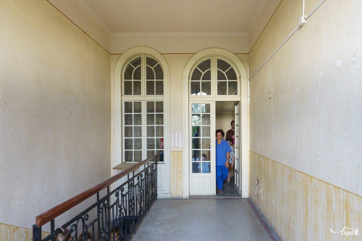Lépcsőház a kastélyban, itt mentünk le a pincébe •  Fotó: Haáz Vince