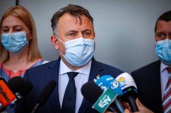Tătaru: ha három osztályban felüti a fejét a koronavírus, bezárják az iskolát