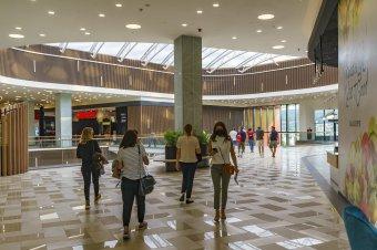 A kisvárosba is eljutnak a fogyasztás katedrálisai: Nistor Laura szociológus a plázák igényteremtő és -kielégítő jelenségéről