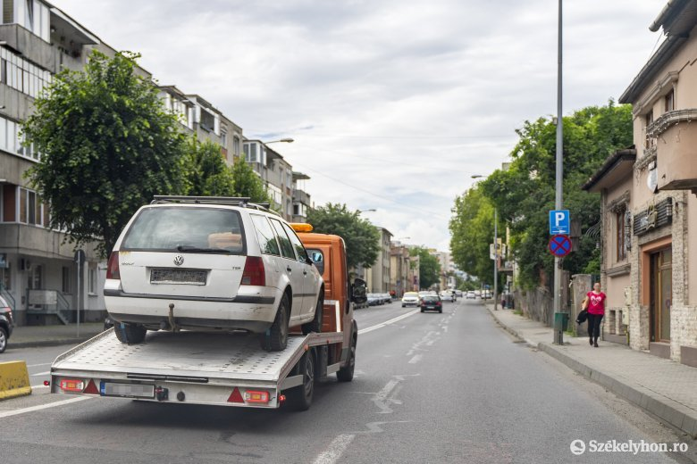 Elvontatják az évek óta közterületen parkoló autókat