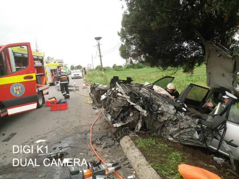 Teherautóval ütközött, helikopter szállította a sürgősségire