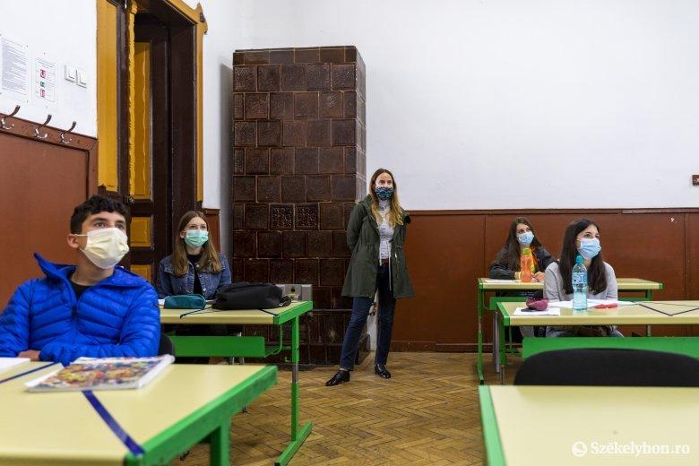Orban: kötelező lesz a védőmaszk az iskolákban, ahol rendes formában zajlik a tanítás