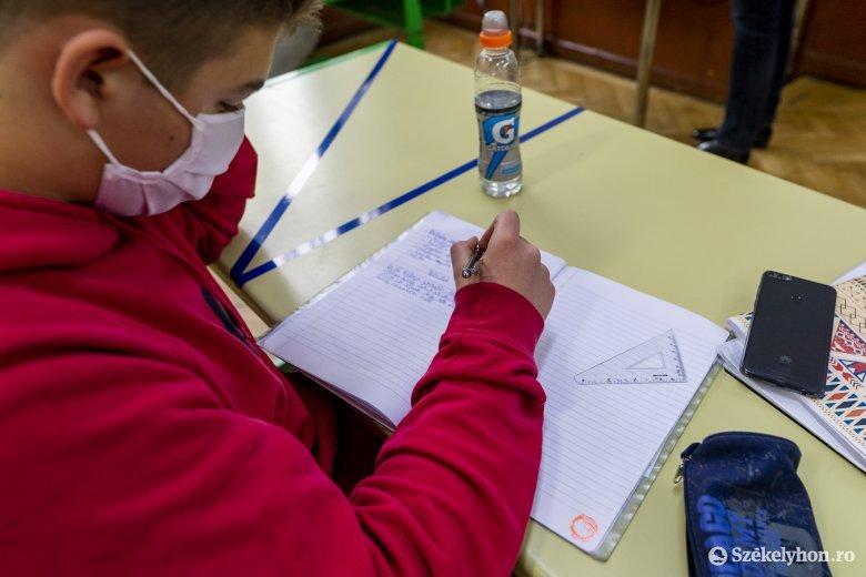 Sok, online tanrendből kimaradt diáknak okozhat gondot a félév lezárása