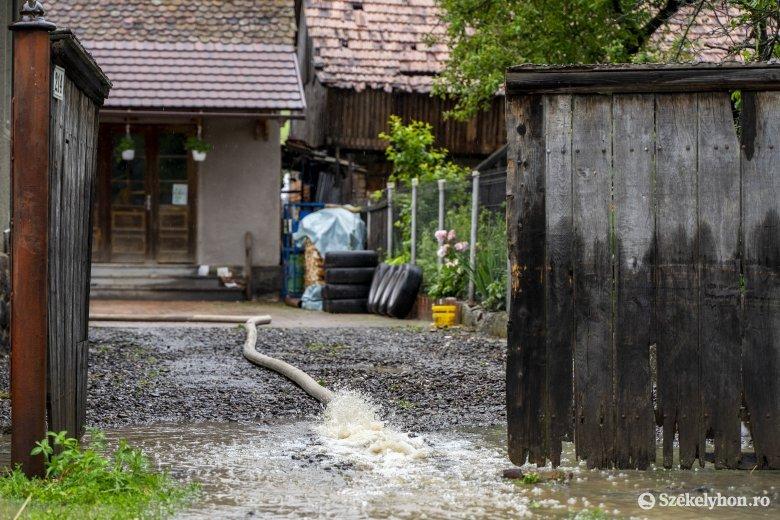 Húsz megyében kellett közbelépniük a tűzoltóknak a viharkárok miatt