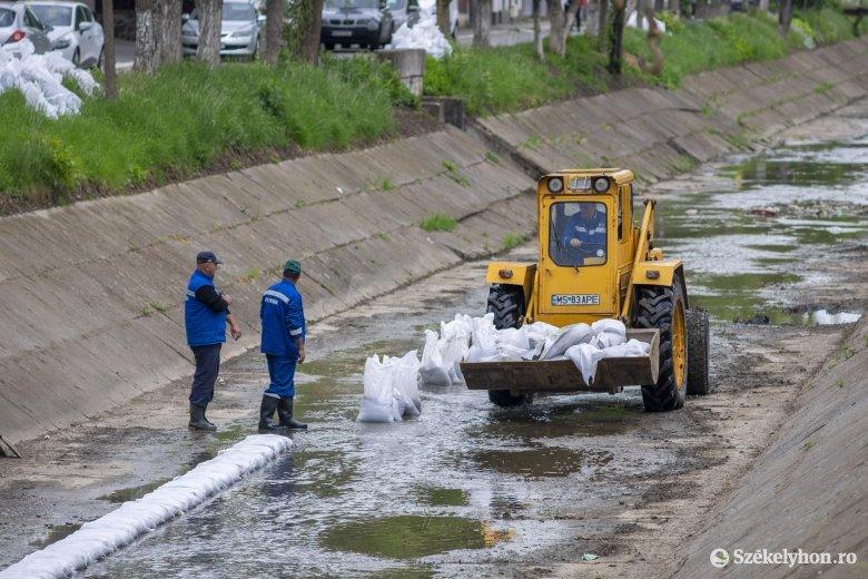 Kitakarítják, majd lebetonozzák a várost kettészelő patak medrét