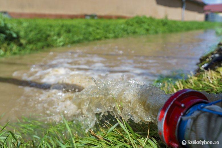 Egy árvízriasztás is befutott a hőségriasztás mellé
