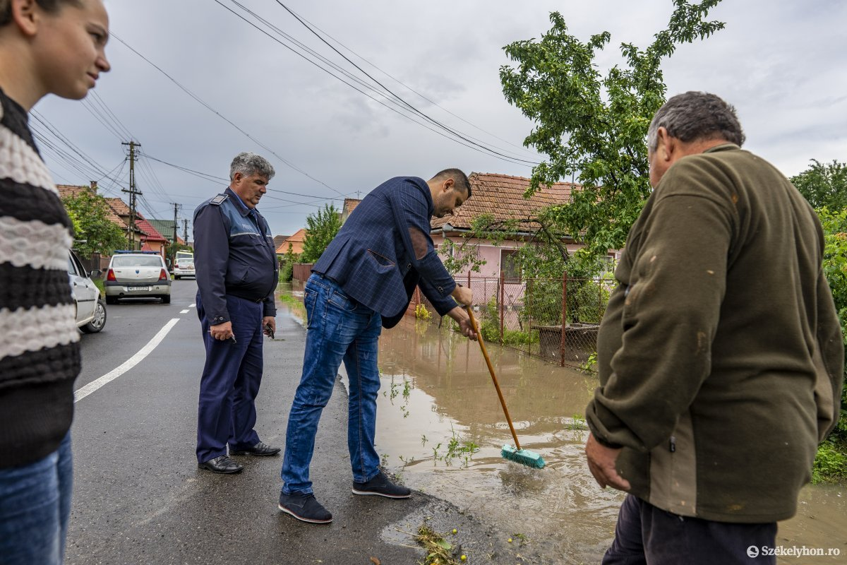 https://media.szekelyhon.ro/pictures/vasarhely/aktualis/2020/07_junius/o_nyaradszereda_semanatorilor_utca_08_hv.jpg
