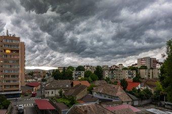 Új hét, új narancssárga jelzésű viharriasztás Erdélyben, árvíz is fenyeget