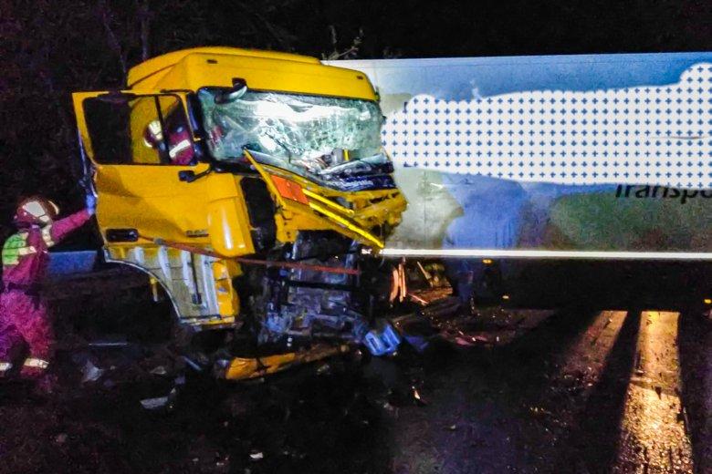 Életét vesztette a teherautóval ütközött jármű fiatal sofőrje
