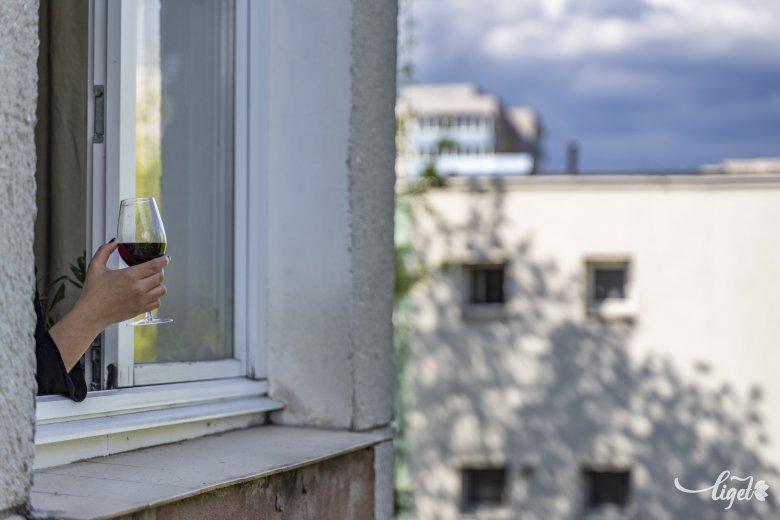 Alkoholba fojtás helyett pszichológusba vetett bizalom – Csalóka romániai adatok a krónikus depresszióról