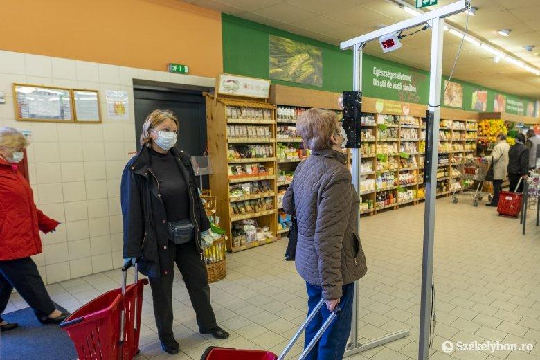 Bár zárt térben kötelező a védőmaszk és a lázmérés, számos üzletben eltekintenek tőle