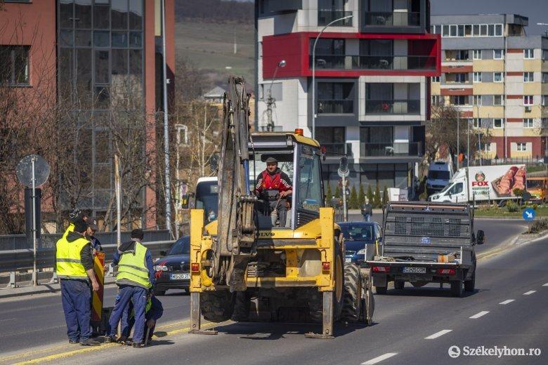 Két sávon dolgoznak, kettőn viszont lehet közlekedni