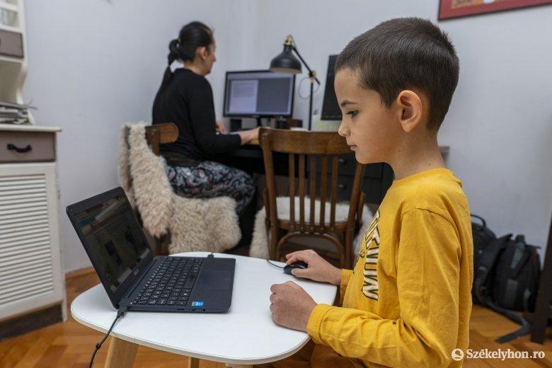 Döntött a képviselőház: szabadnapokat vehetnek ki gyerekfelügyelet címén a szülők a tanév végéig