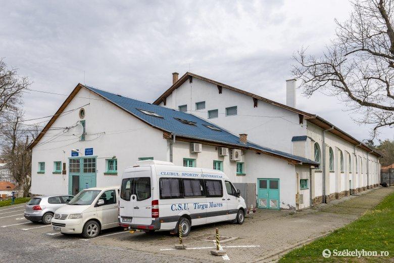 Sportcsarnokot alakítanak át ideiglenes kórházzá