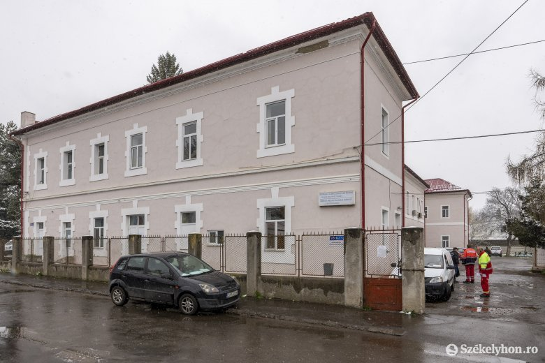 Két orvos, két rezidens, valamint ápolók és asszisztensek is vannak a Maros megyei fertőzöttek között
