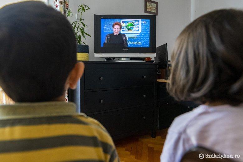 Magyar nyelvű televíziós oktatási adást is kérnek a szülők