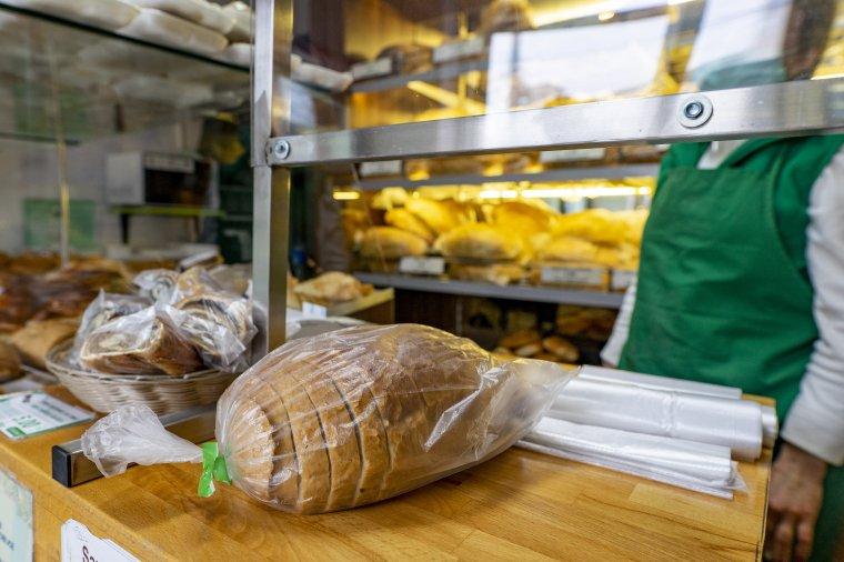 A készpénzt és a kenyeret nem foghatja meg ugyanaz a kéz