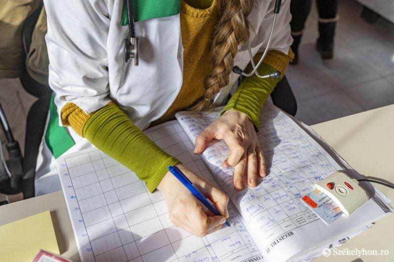 Veszélyes egészségügyi kártyás kísérlet – a betegek indokolatlanul hosszú időt töltenek a rendelőben az akadozó rendszer miatt