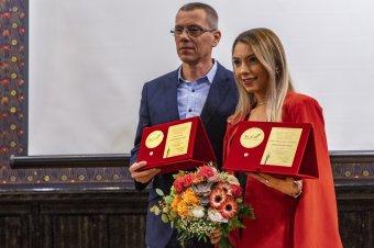 Kitüntették Szőcs Bernadette asztaliteniszezőt és Klosz Pétert, a triatlonszövetség elhunyt elnökét