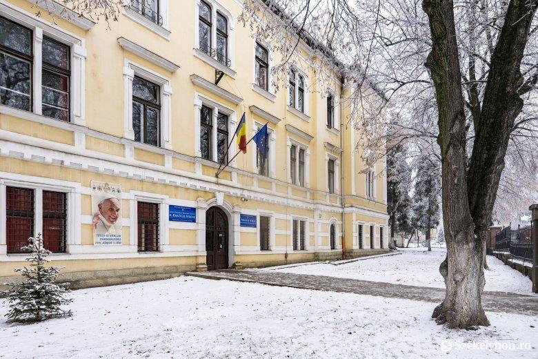 Sértett felek voltak a római katolikus iskola ügyében a volt tanulók, ezért hívják őket a bíróságra