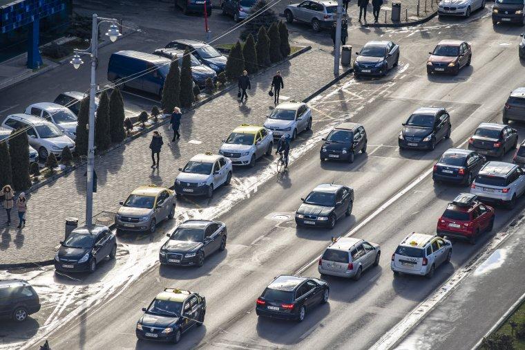 Egyszerűsödik az autók forgalomba íratása
