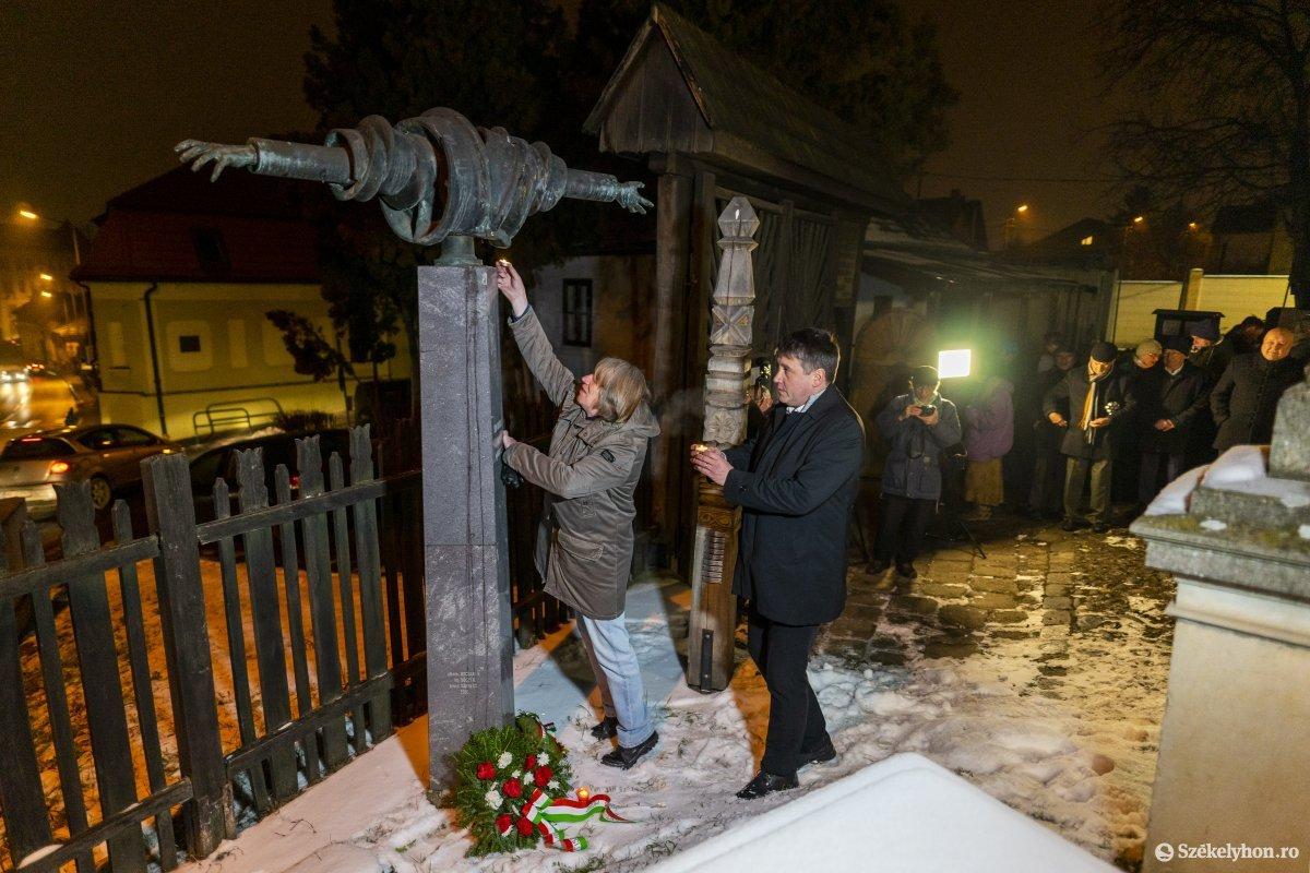 https://media.szekelyhon.ro/pictures/vasarhely/aktualis/2020/12_januar/o_don_kanyari_emlekezes_05_hv.jpg