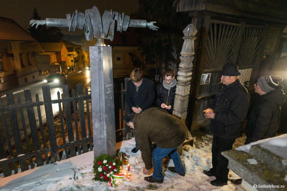 https://media.szekelyhon.ro/pictures/vasarhely/aktualis/2020/12_januar/o_don_kanyari_emlekezes_06_hv.jpg