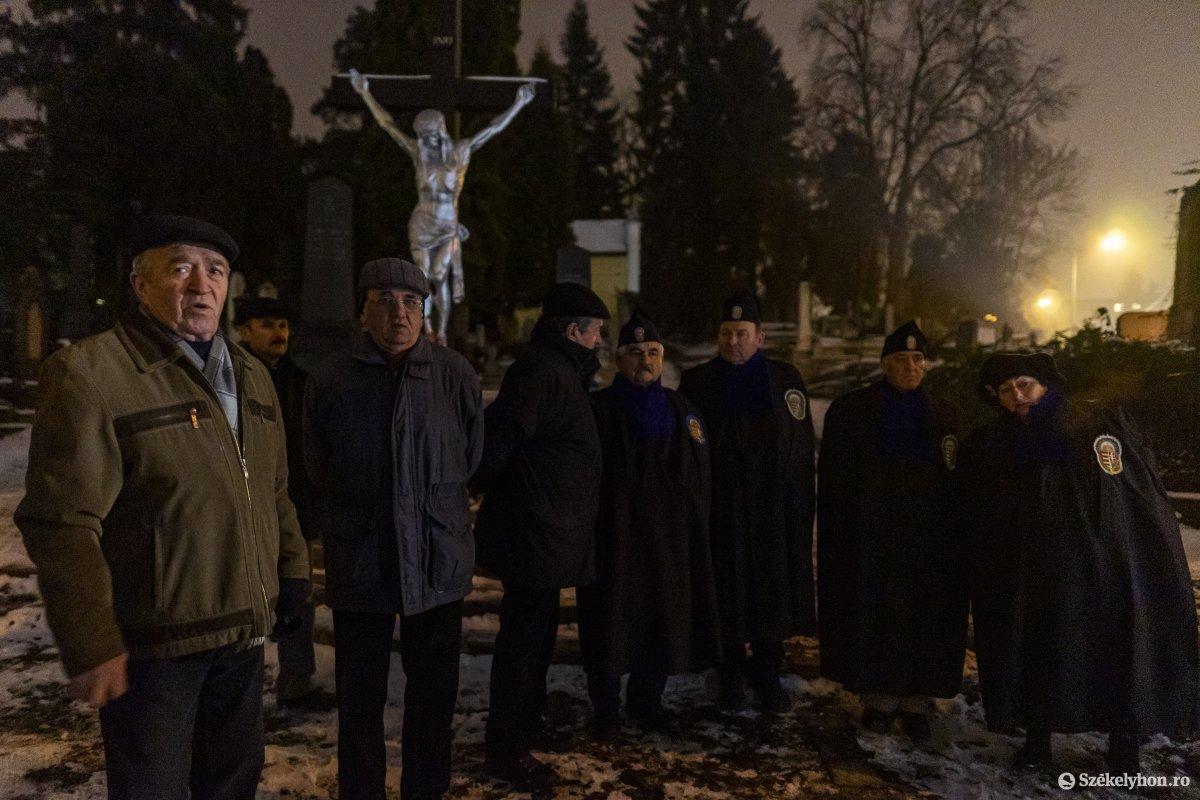 https://media.szekelyhon.ro/pictures/vasarhely/aktualis/2020/12_januar/o_don_kanyari_emlekezes_10_hv.jpg