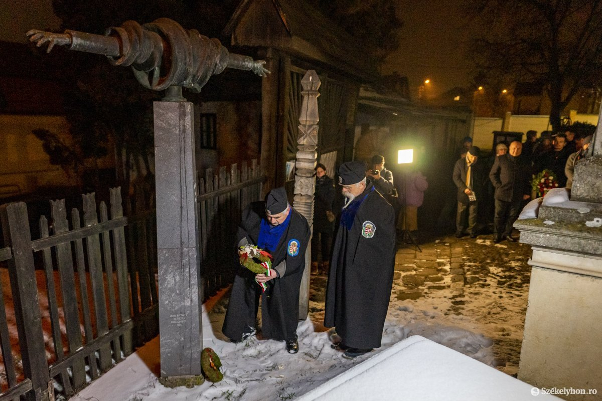 https://media.szekelyhon.ro/pictures/vasarhely/aktualis/2020/12_januar/o_don_kanyari_emlekezes_12_hv.jpg